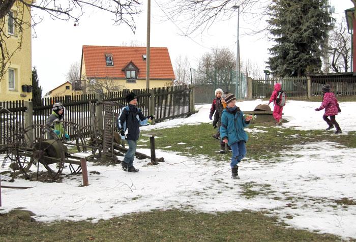 Der Osterhase war da! Egal, ob noch Schnee liegt oder die Sonne scheint, das Osternestsuchen im Kleinbauernmuseum macht den Kindern viel Spaß.