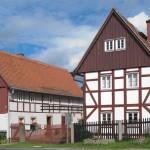Das Kleinbauernmuseum Reitzendorf im Schönfelder Hochland bei Dresden ist ein denkmalgeschützter, original erhaltener Dreiseithof. Typisch für die einstige Kleinbauernwirtschaft im Hochland.