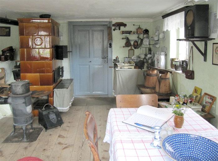 Hier wurde gekocht,gebacken, gegessen, am Abend gesungen - kurz: Hier spielte sich das Familienleben ab. Die traditionell eingerichtete Küche im Kleinbauernmuseum.