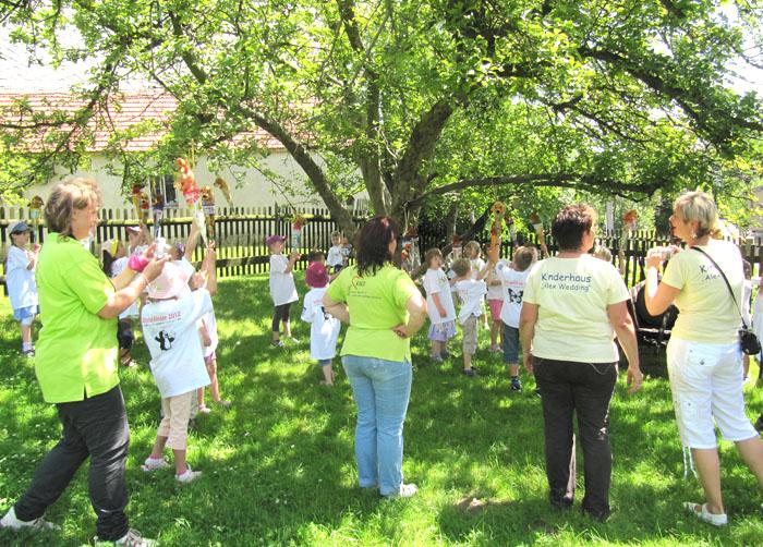 Wachsen Zuckertüten wirklich am Baum? Bei uns im Kleinbauernmuseum schon. Die Zuckertütenfeste mit unseren Schulanfängern erfreuen sich großer Beliebtheit.